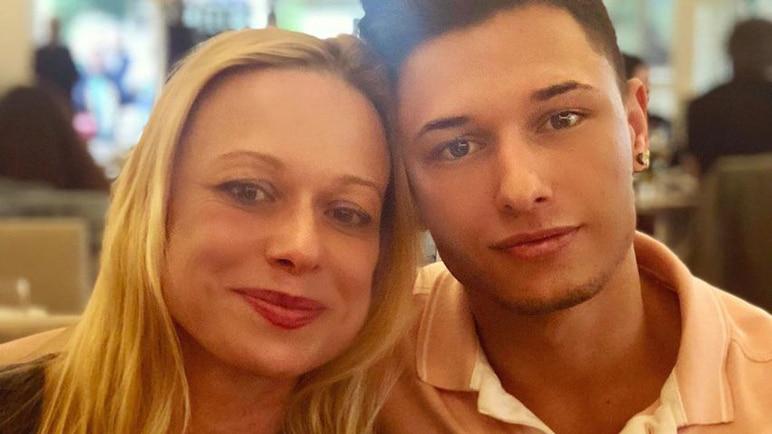 Bild: Influencer Sammy Baker mit seiner Mutter Justine