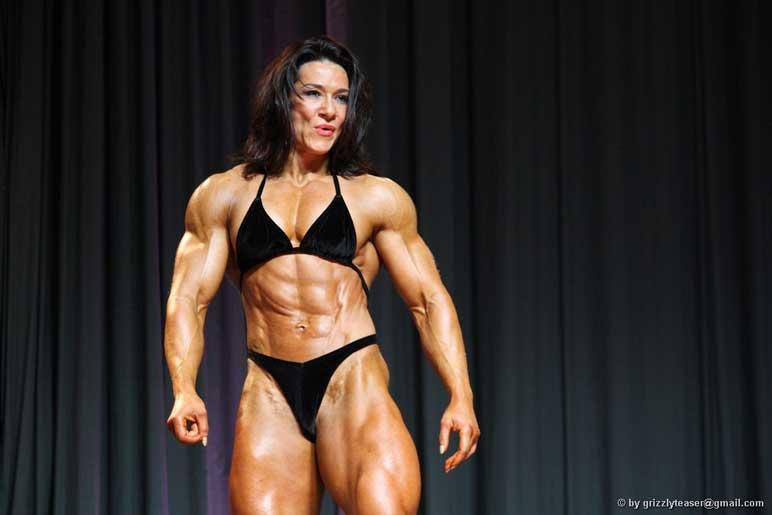 Bild: Bodybuilderin Alina Popa